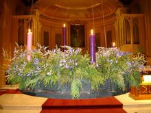 ...самого Рождества.  Но бывает и так, что эту свечу зажигают, наряду с...